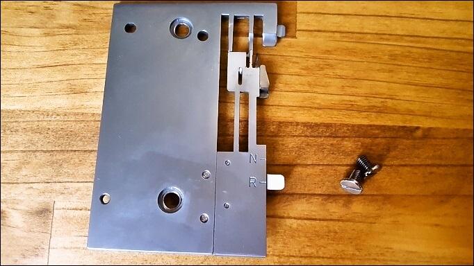 ロックミシンの針板を修理してみた【babylock エクシムロックES4D】