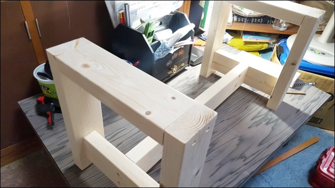 ベッドサイドテーブルの作り方~土台の完成