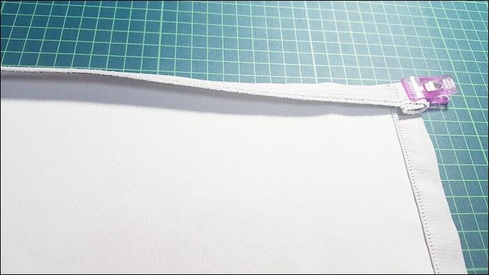 カフェカーテン自作の手順 生地の頭の部分の縫い付け 1.5㎝の折り込みを入れる