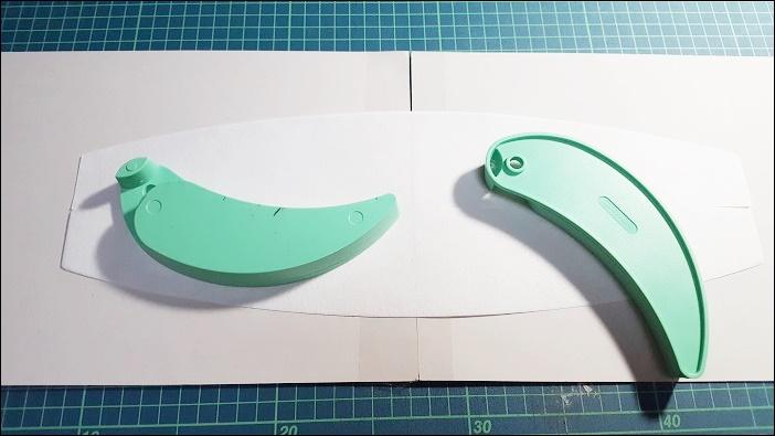基本のカーテンタッセルの作り方 厚紙の上にタッセル用芯地を重ねて、周りをチャコペンでなぞる
