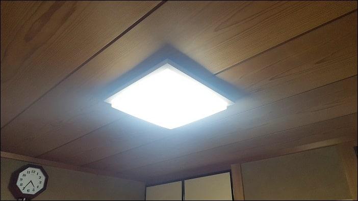 LEDシーリングライト 白い色