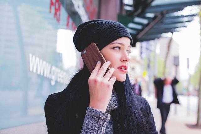 auで自分のスマホのメールアドレスや電話番号を確認する方法